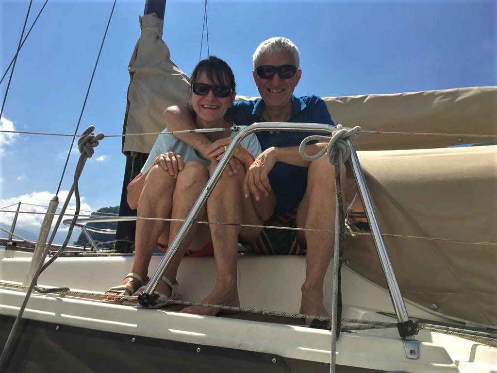 Edith-Fritz auf Boot sitzend